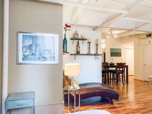 Stylish & Spacious Downtown Loft