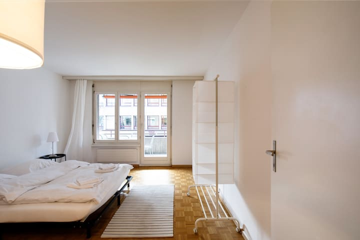 *Best cheap expat long stay apartment in the heart of Zurich* / 5min from Stadelhofen / 30min from Airport