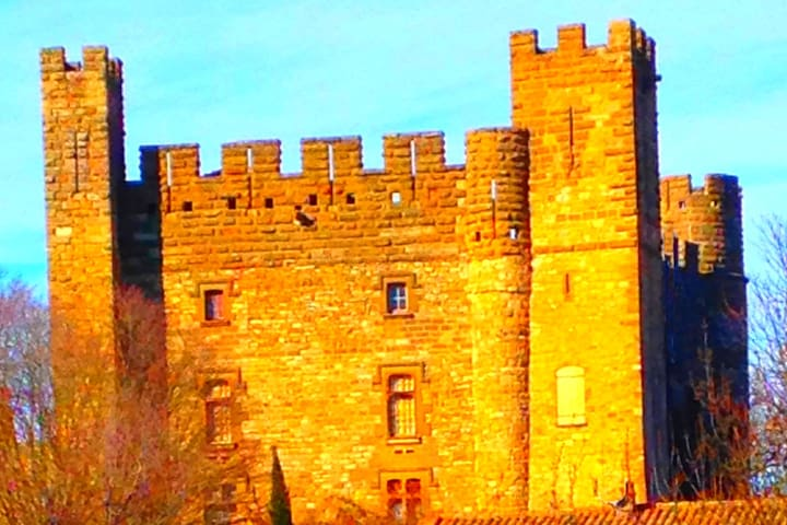 Spacious two bedroom and  apartment in Castle
