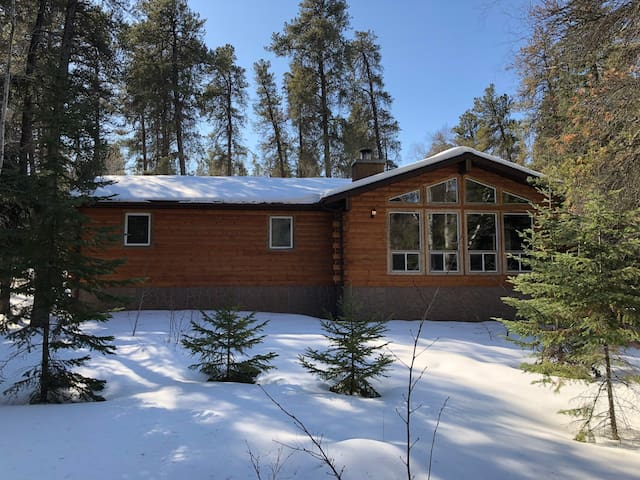 Cozy Cottage Retreat close to Lake Winnipeg,MB