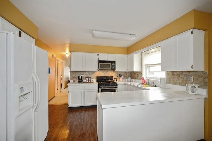 Dunning2, Full Kitchen, 10 mins to Ohare