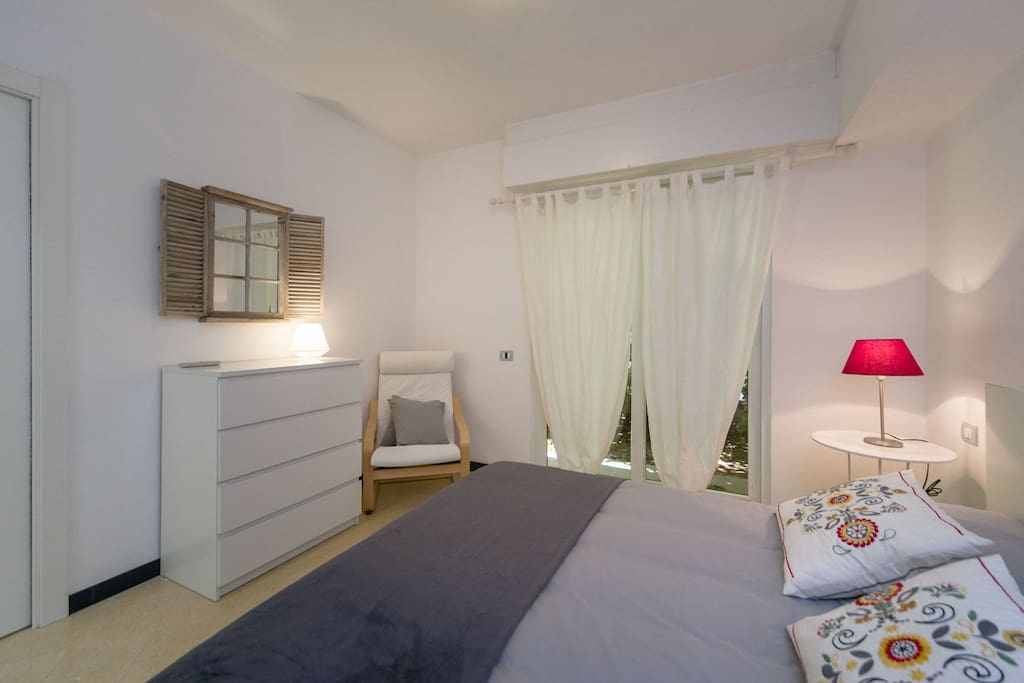 Camera da letto matrimoniale con ampia cabina armadio e bagno privato