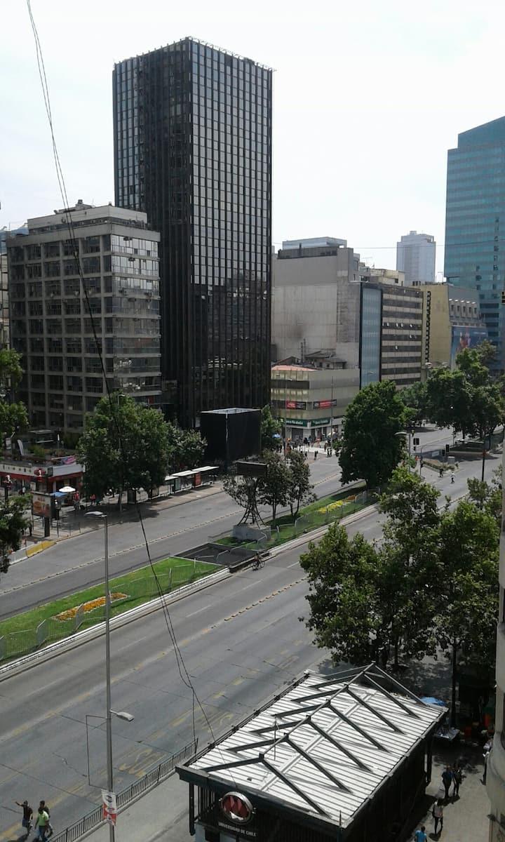 Alojamiento con vista a la principal avenida