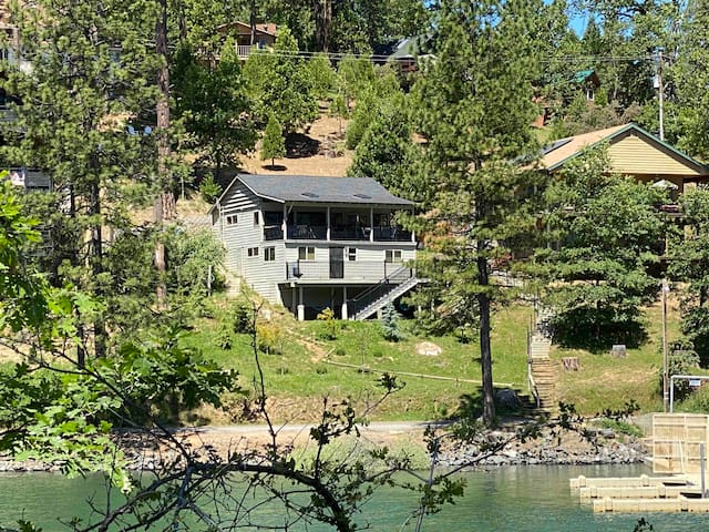 Bass Lake cabin with boat slip and stunning view