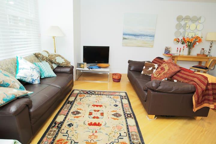 Stylish, modern 3-bed house in Barnes SW13