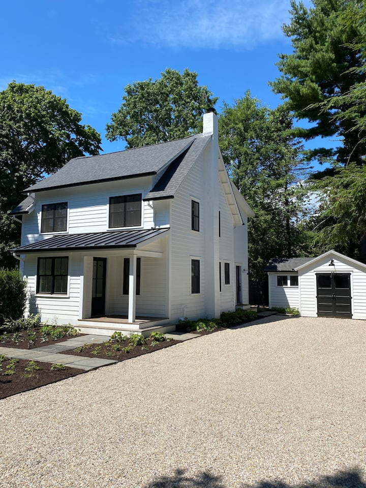 Modern Farmhouse with Hot Tub in Old Lyme, CT