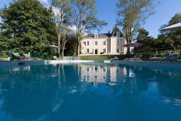 Château de Monciaux - Piscine et tennis