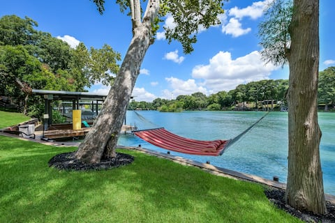 Lakefront Staycation- 2BR, great Wifi, kayaks incl