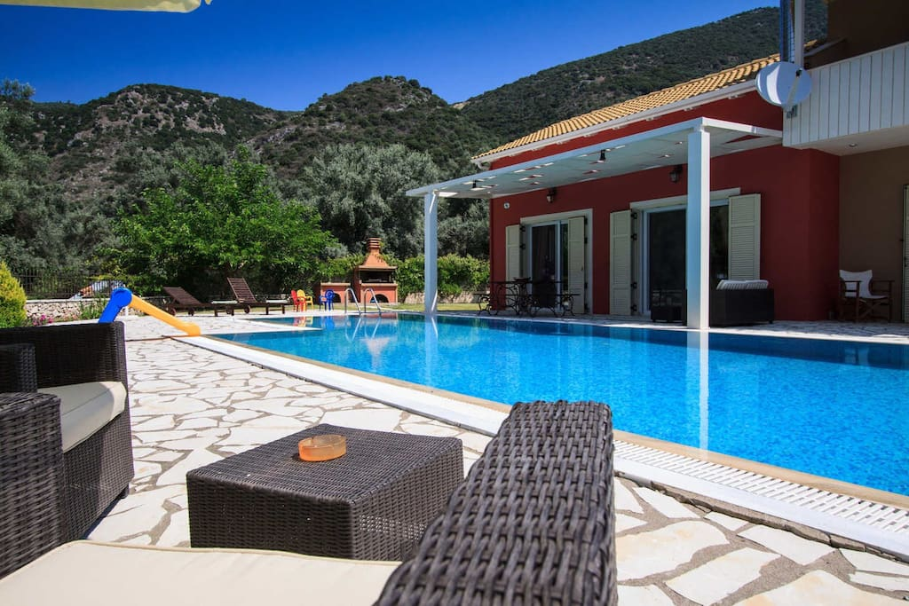 Family Secluded Villa Niriides