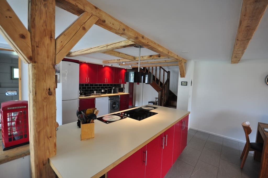 Fully equipped, spacious, modern kitchen
