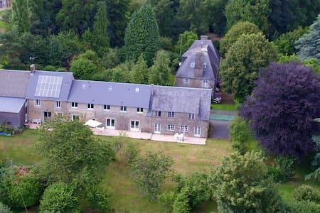 """LES LOGIS DU MANOIR , Grand gîte """"Le Pressoir"""" - Saint-Maur-des-Bois"""