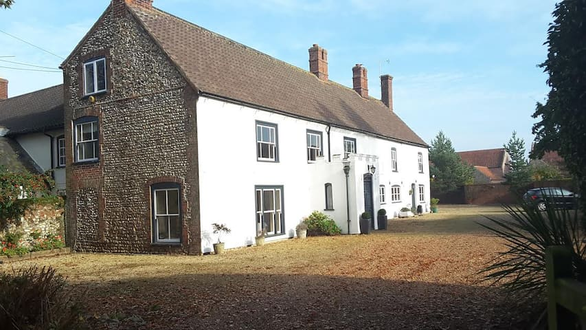 Period Farmhouse in Great Bircham - Blyth - Great Bircham - Bed & Breakfast