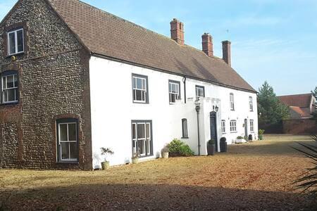 Period Farmhouse in Great Bircham - Blyth - Great Bircham
