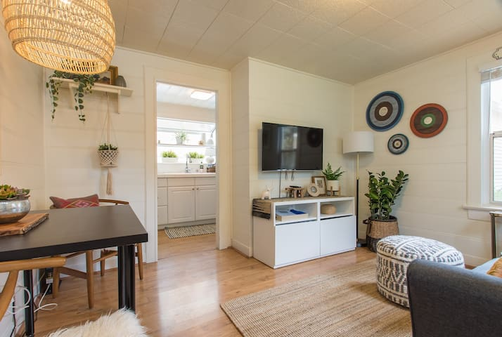 Sunny+Stylish Cottage in Culver City with Parking