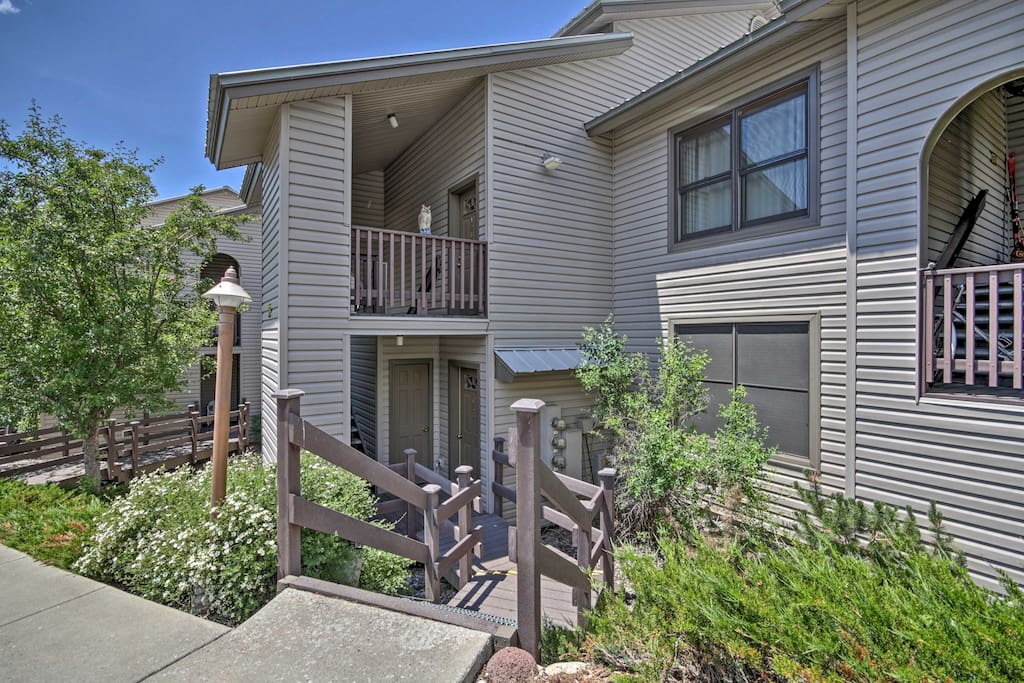 This 2-bed, 2-bath unit sleeps a group of 6.
