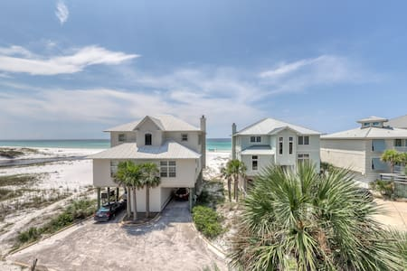 Gulf-front duplex w/ amazing views & screened deck - right on the beach!