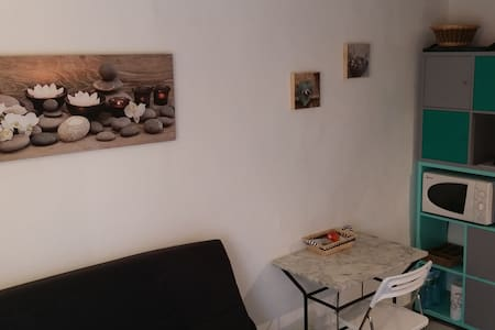 joli studio calme Centre Historique - Huoneisto