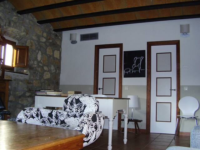 Bedroom (40 m2 ) with bathroom for three people  / Habitación  40 m2 con lavabo y para tres personas