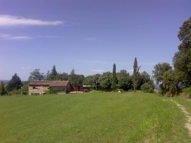 La casa y su entorno    /   The house and its surroundings