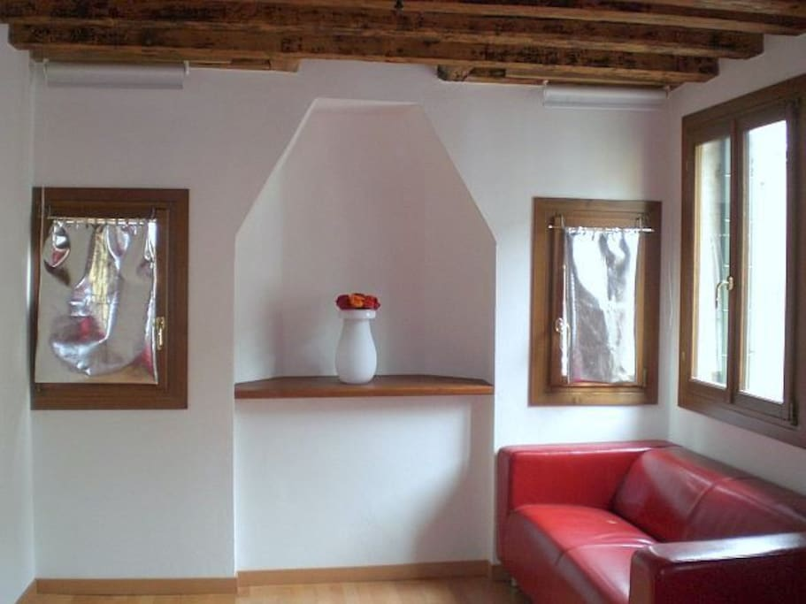 Mini appartement just a cote grand canal appartements for Mini appartement
