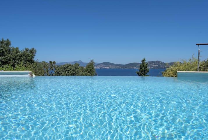 Villa rénovée vue mer 180°, piscine chauffée