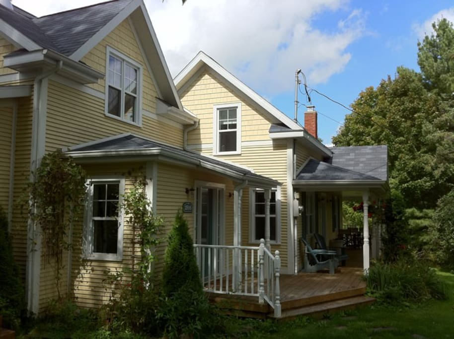 5 Bedroom Country House With Pool Houses For Rent In Barnston Ouest Quebec Canada