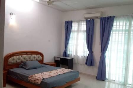 Deluxe Master Bedroom 1 @TSK