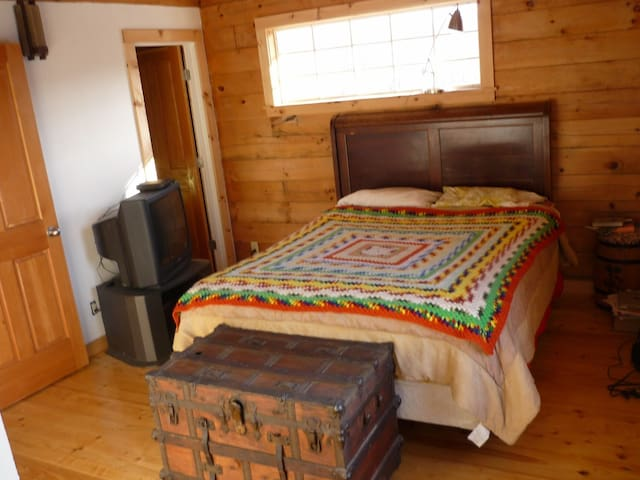 Queensize bed with private bathroom