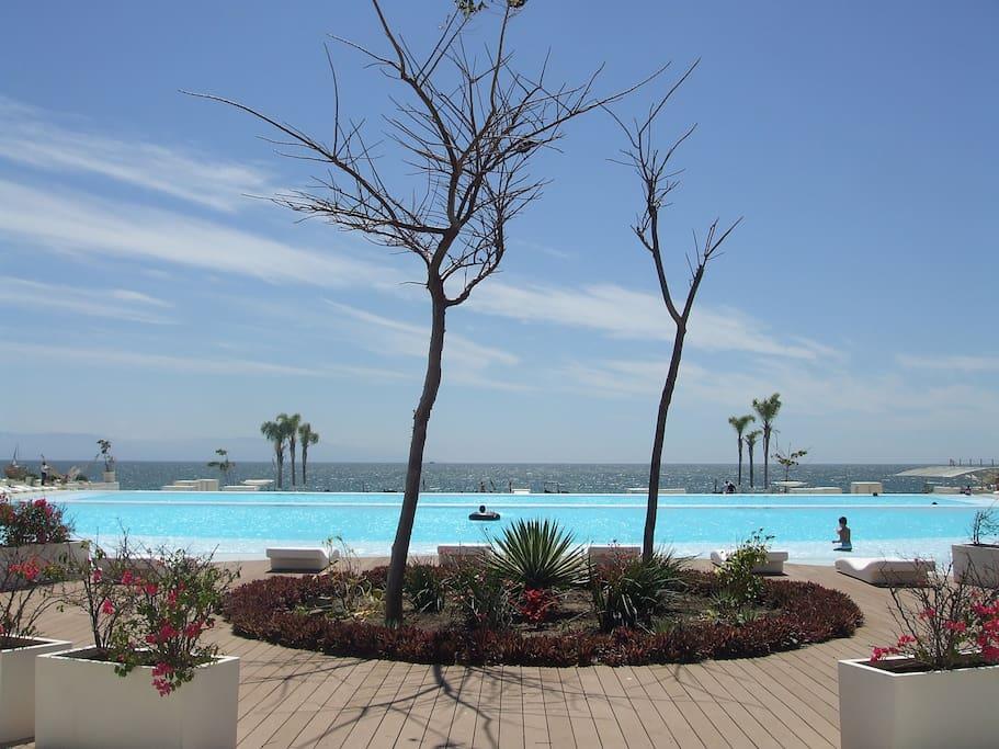 Upper infinity pool