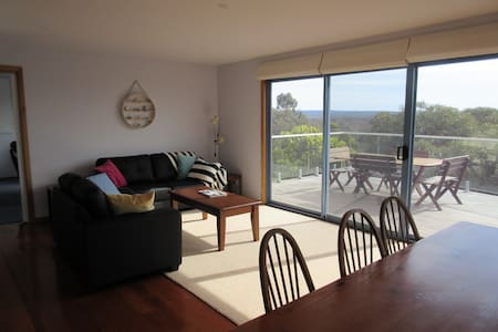 Spacious home, spectacular views, sleeps 8 - Anglesea - Talo