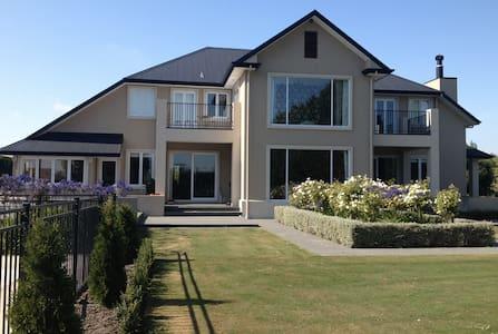 Ohoka Canterbury, Luxury Country Accommodation