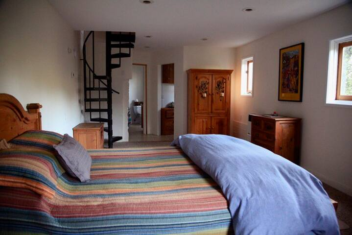 TOPANGA MTN GUEST HOUSE DETACHED