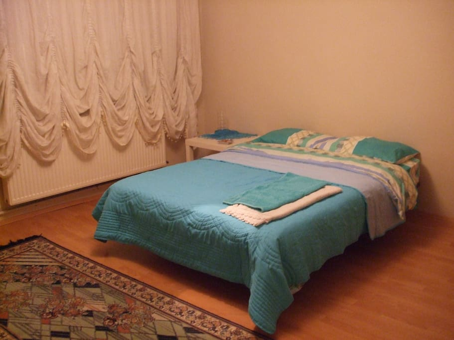 Comfortable double size bed in a large and bright room. There is also a table, wardrobe and tallboy. Fresh sheets will be provided. The room is warm and far from street noise. Extra blankets can be provided if necessary.