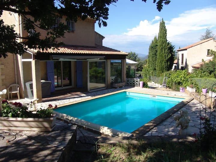 Villa avec piscine pour 8 voyageurs