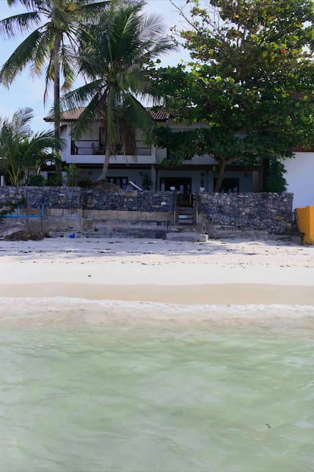 La maison vue de la mer. The house from the sea.