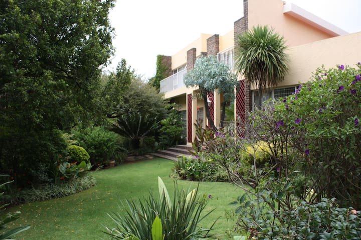 Welpie Guesthouse - Krugersdorp - Appartement
