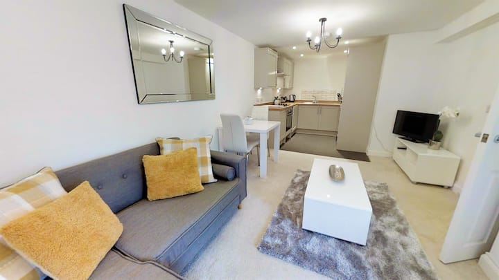 Chic, Central and Modern Bolthole for Couples