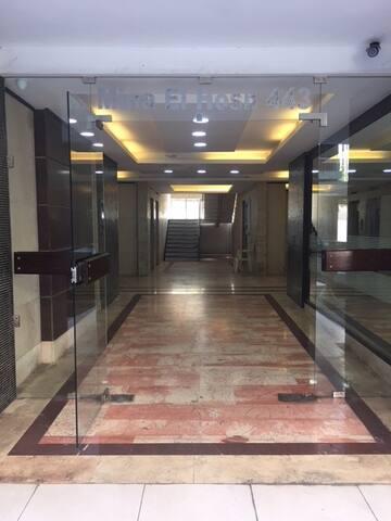 Mina hosson 443-7th floor