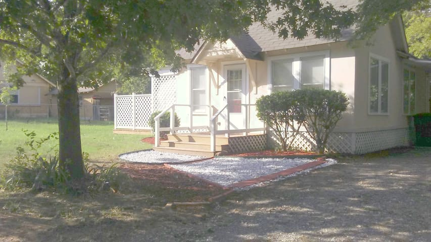 SWEET- QUIET ENTIRE HOUSE DOWNTOWN - 2 Bd, 1 Ba