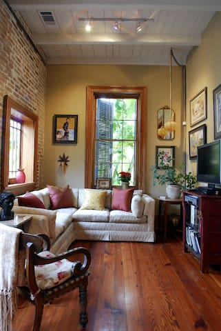 4 Bedroom/2 Bath House in Treme. Pool and Parking