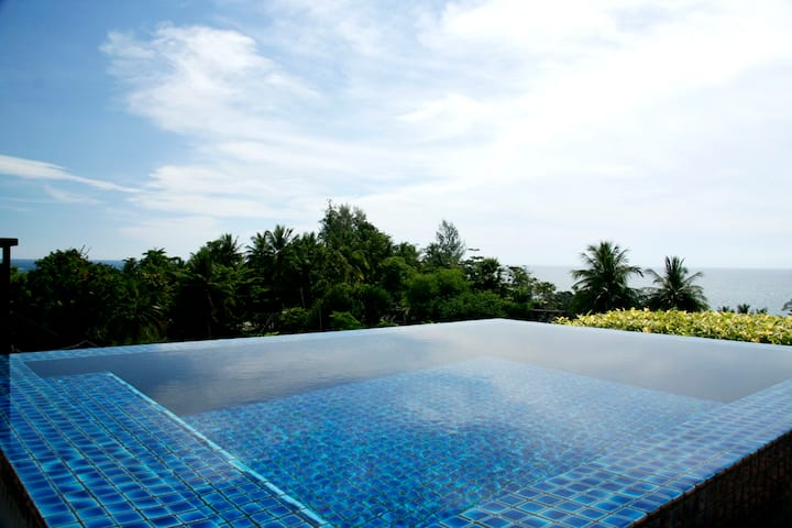 Kata Gardens penthouse 4C sea view private rooftop