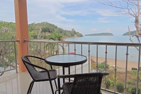 Corner Apart Scenic Beach Balcony - Mueang Phuket