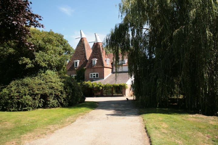 THE OAST B&B Suite with private entrance & garden.
