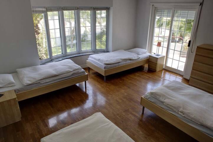 Underdog Surf House - Female Dorm