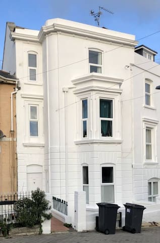 Large Room Central Bournemouth nr Beach & Shops