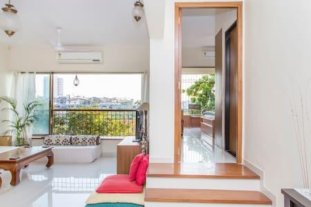 Spacious & Airy Room in 2 Bed Apt. - Andheri West Mumbai