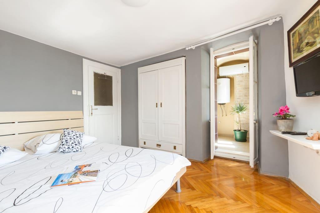 Split Room with beautiful sea view