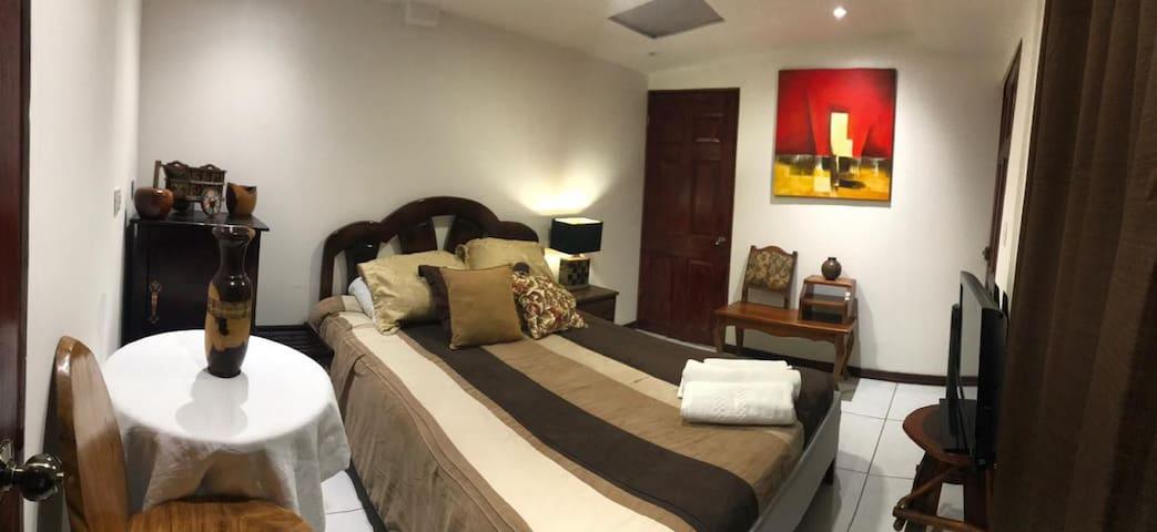 Alajuela, Apartamento  a 5 minutos del Aeropuerto.