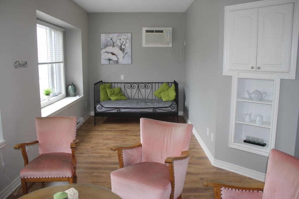 Large window facing South. Daybed for third guest.
