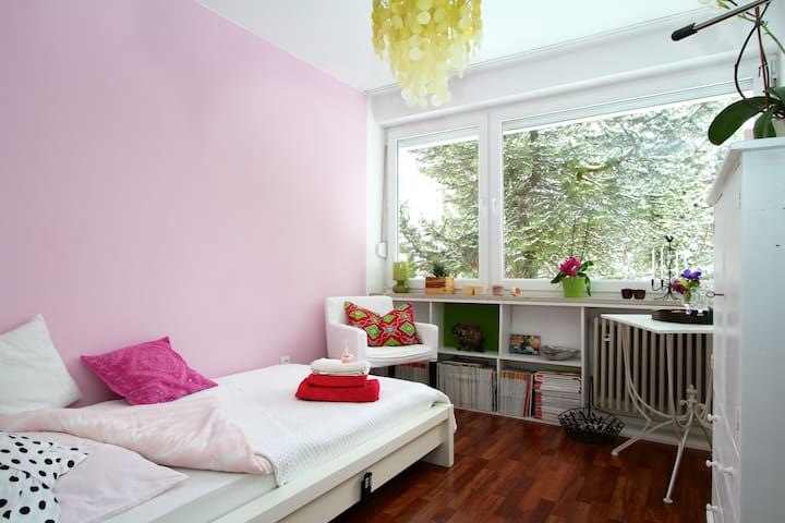 quiet, comfortable room for ladies - Monachium - Szeregowiec